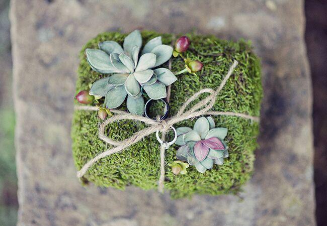 Photo: Stephanie Sunderland Photography // Featured: The Knot Blog