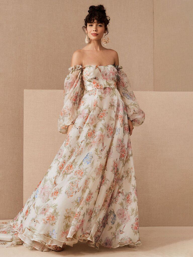 váy cưới trễ vai in hoa bhldn với tay áo phồng dài và váy hoa xếp ly váy cưới màu trắng đẹp