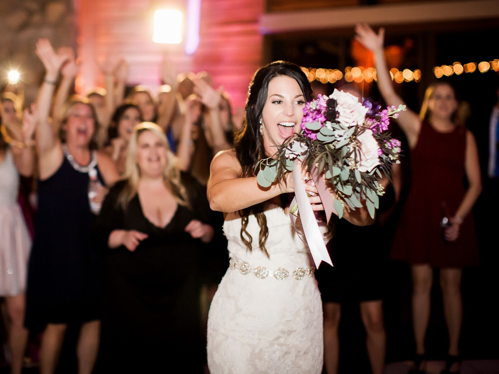 When To Do The Bouquet And Garter Toss At Your Wedding Reception