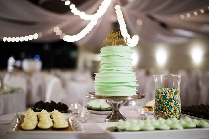 After a traditional sit-down dinner, Jillian and Jordan treated their guests to an assortment of gluten-free cupcakes from one of their favorite local bakeries, Gluten Free Galore.