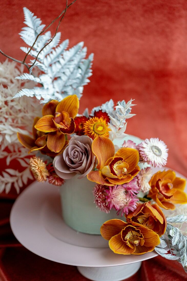 Flowers on Cake for Wedding at the Everhart Museum in Scranton, Pennsylvania