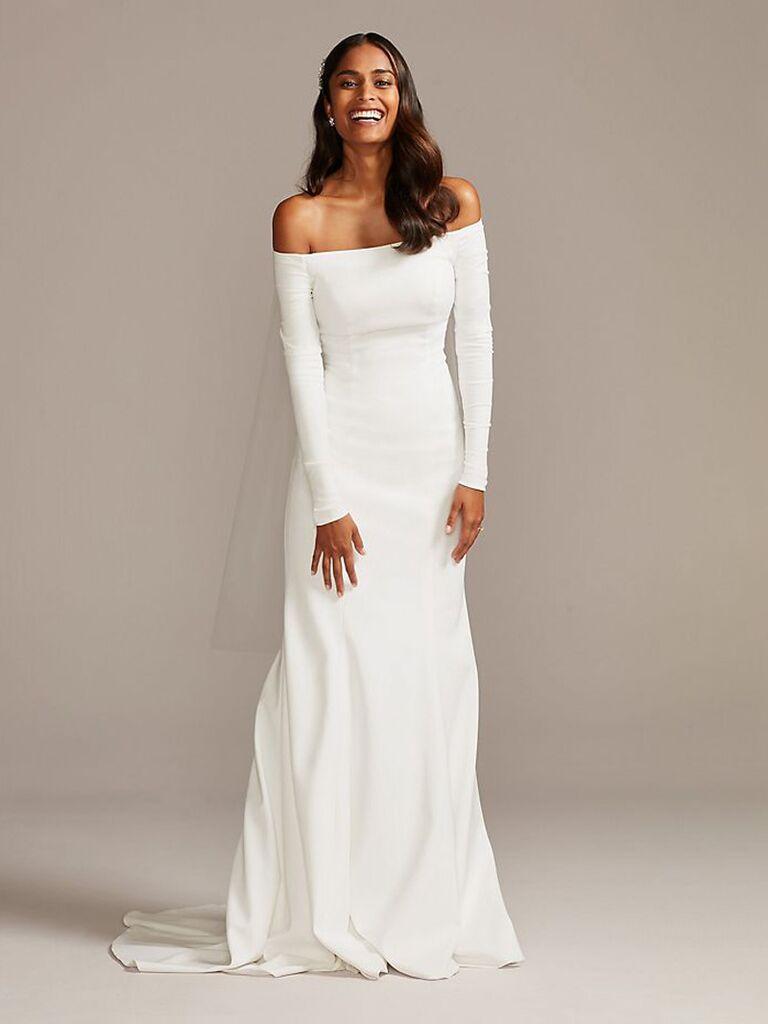 Váy cưới trắng trễ vai dành cho cô dâu của david với tay áo dài cài cúc phía sau và dạng váy hoa vừa vặn váy cưới màu trắng đẹp váy cưới màu trắng đẹp