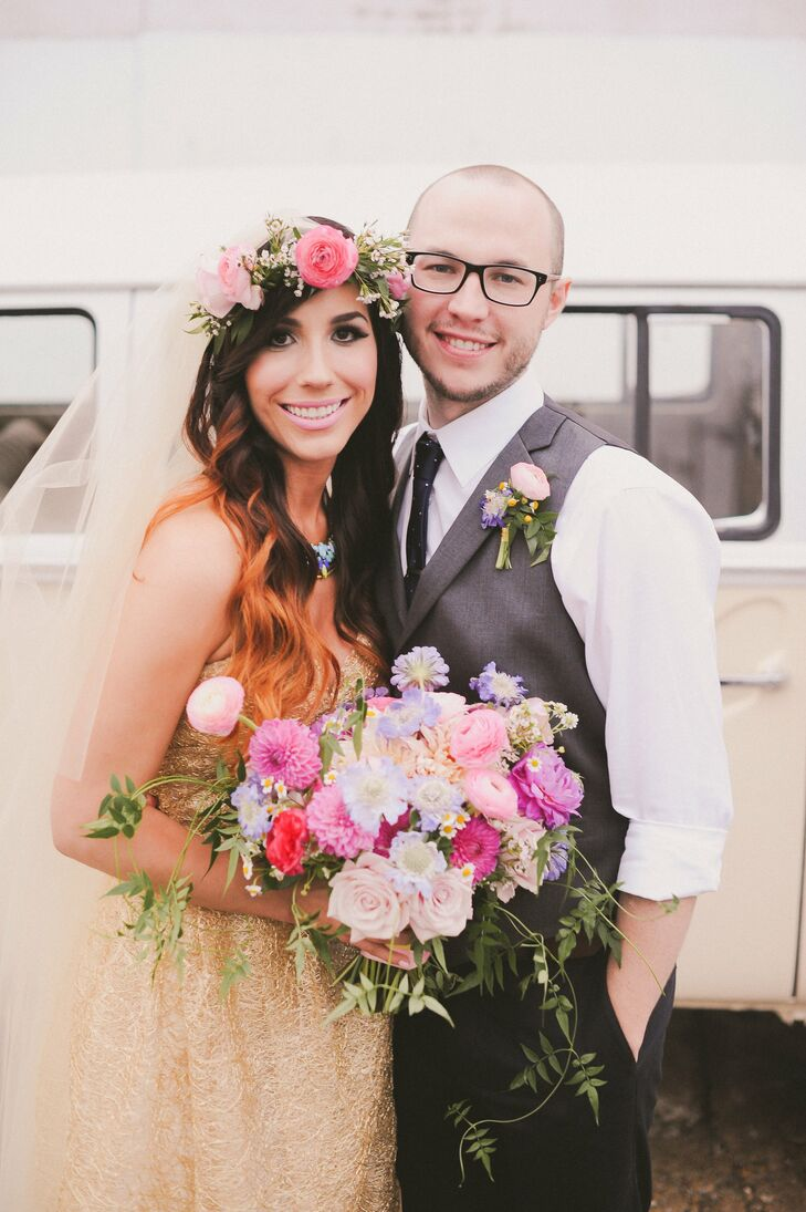 Carissa and Adam chose a happy color palette of pink, purple, aqua and yellow with accents of gold and glitter for their retro-music-themed bash. A mi