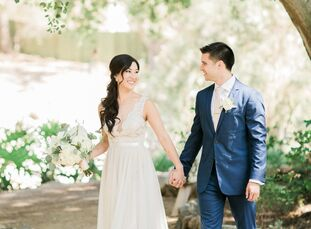 Carly Tsurudome (27 and a management consultant) and Ian Figarsky (29 and a medical student) brought an elegant aesthetic to their ranch venue with lu
