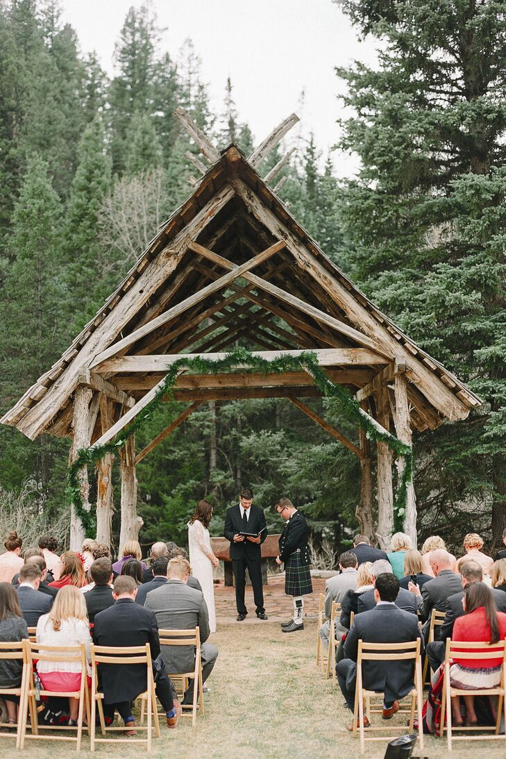 Karine and Carl's ceremony spoke of the beauty of marriage and the unity of friendship, with references to the nature that surrounded the couple.