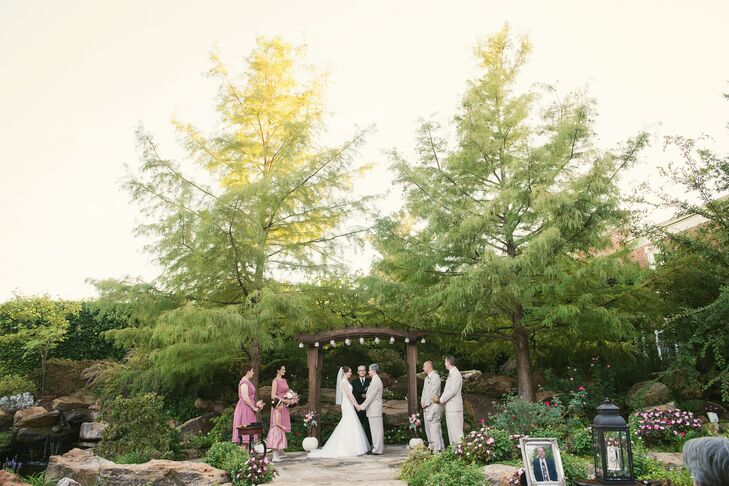 The gardens at Dominion House in Guthrie, Oklahoma, provided a lush, romantic setting for Chelsea and Jeffrey's fall ceremony. To represent their union in a meaningful, visible way, they assembled a unity cross.