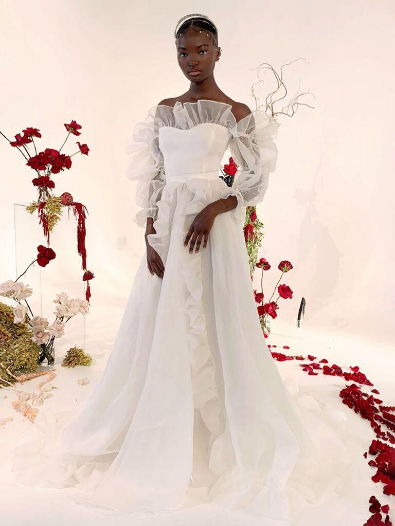 odylyne buổi lễ váy cưới trắng lệch vai với đường viền cổ áo người yêu xù lông tuyn trang trí tay áo dài và váy dạ hội xếp li váy cưới màu trắng đẹp