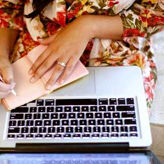Online wedding planning research