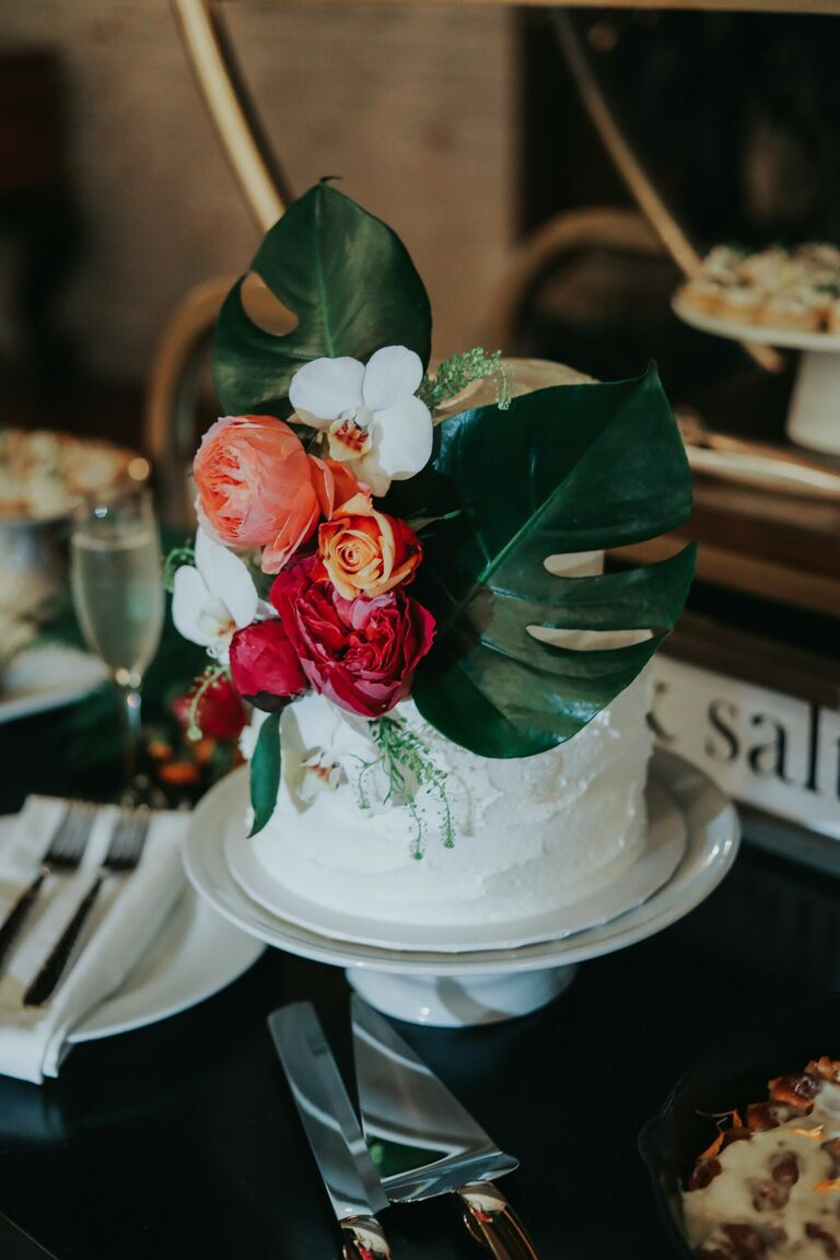 One-tier wedding cake with monstera leaf decorations