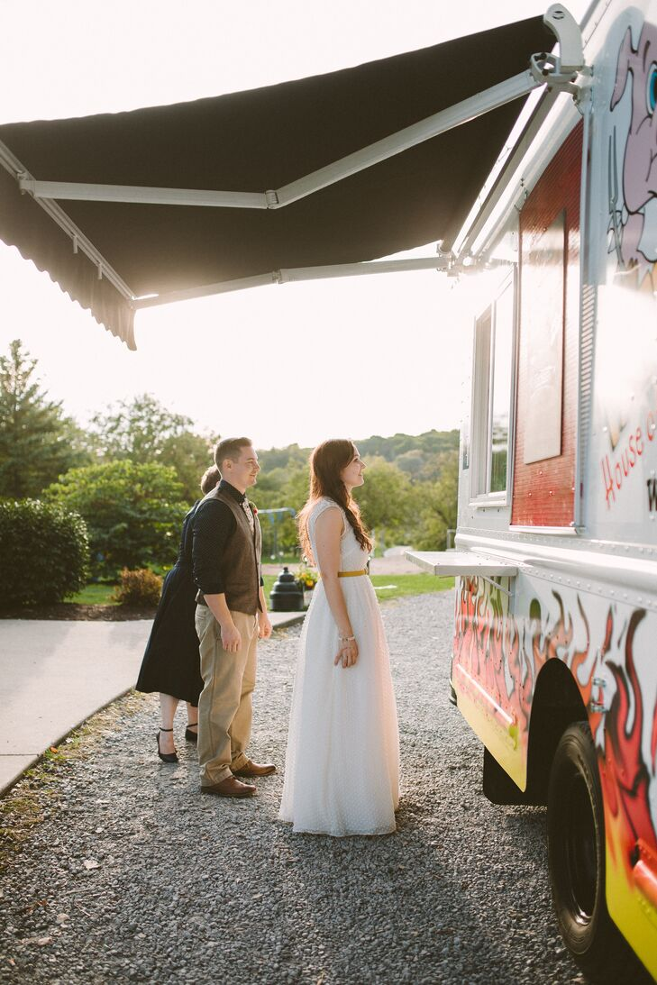 Adding to the laid-back picnic vibe, guests were treated to a meal from Fat Boy's House of BBQ food truck, which served barbecue pulled pork or pulled brisket sandwiches, mac and cheese, loaded potato salad and baked beans.