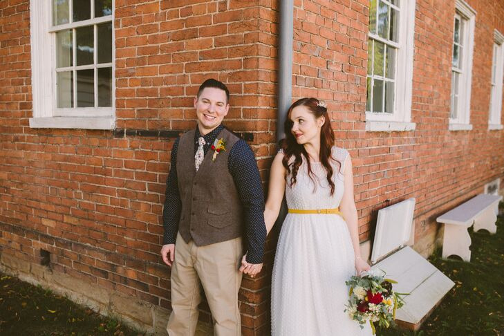 For Jessica (28 and an interior design assistant) and Chris (29 and a project estimator for a home builder), flexibility and camaraderie were the keys