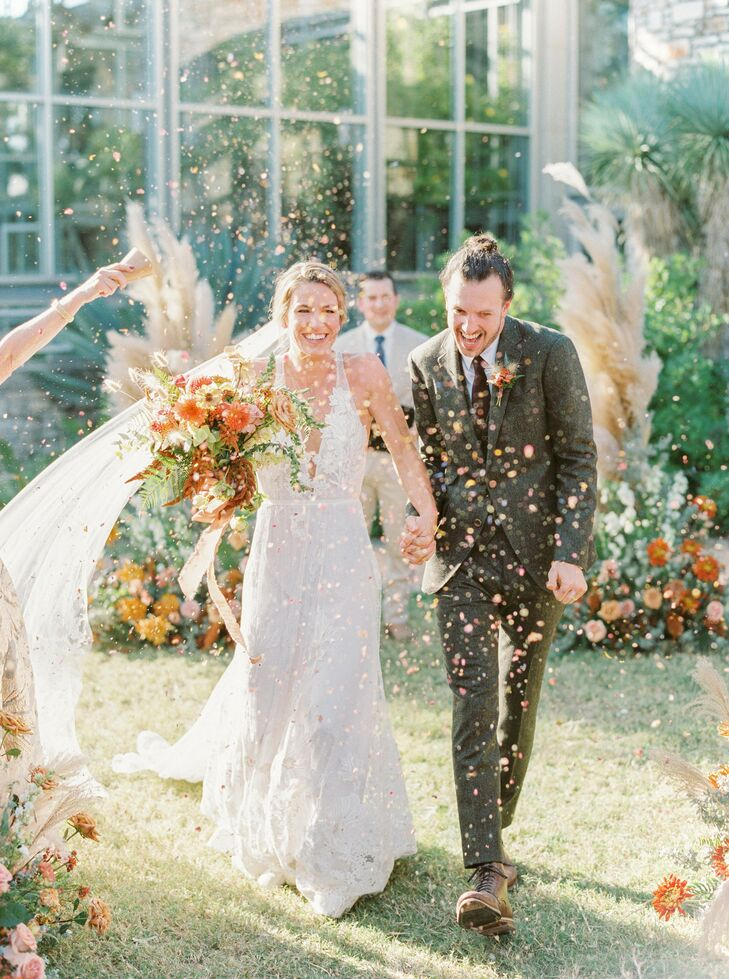Inspired by the natural landscape of Texas, Sarah and Grant tied the knot in a bohemian wedding at The Greenhouse at Driftwood. A palette of terracott