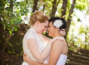 Stephanie Moreau (28, Application Developer) and Stephanie Beaulieu (29, Accountant) decided to use their favorite colors for their wedding's color pa