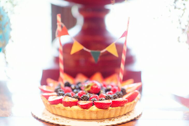 """""""We wanted an alternative to a wedding cake,"""" Shauna says. They offered three homemade pies: key line, chocolate silk and a fresh fruit tart. rn"""