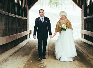 """Rustic, whimsical and vintage perfectly came together to create Jeannine Cozzens (32 and an elementary school teacher) and Frank """"Chip"""" Galusha's (30"""