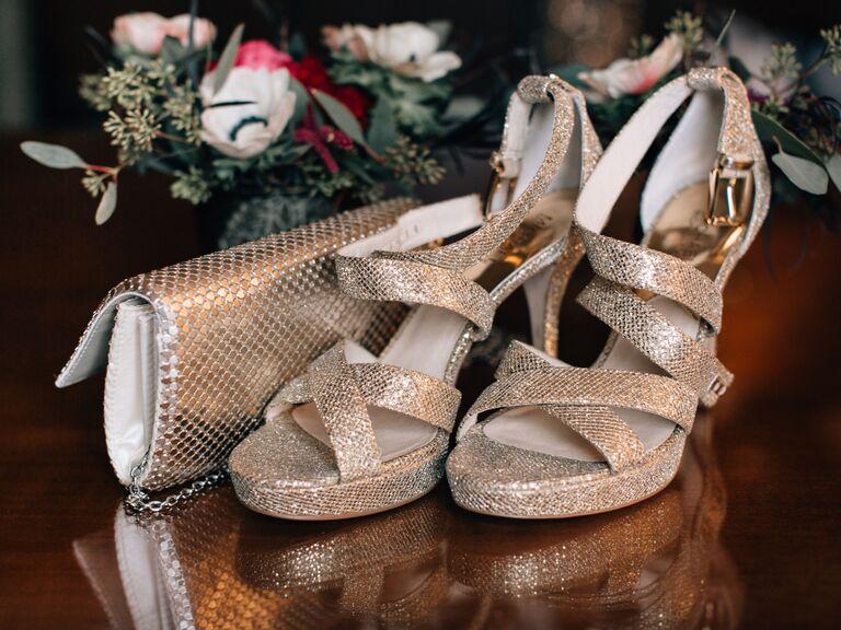 winter wedding ideas sparkly accessories