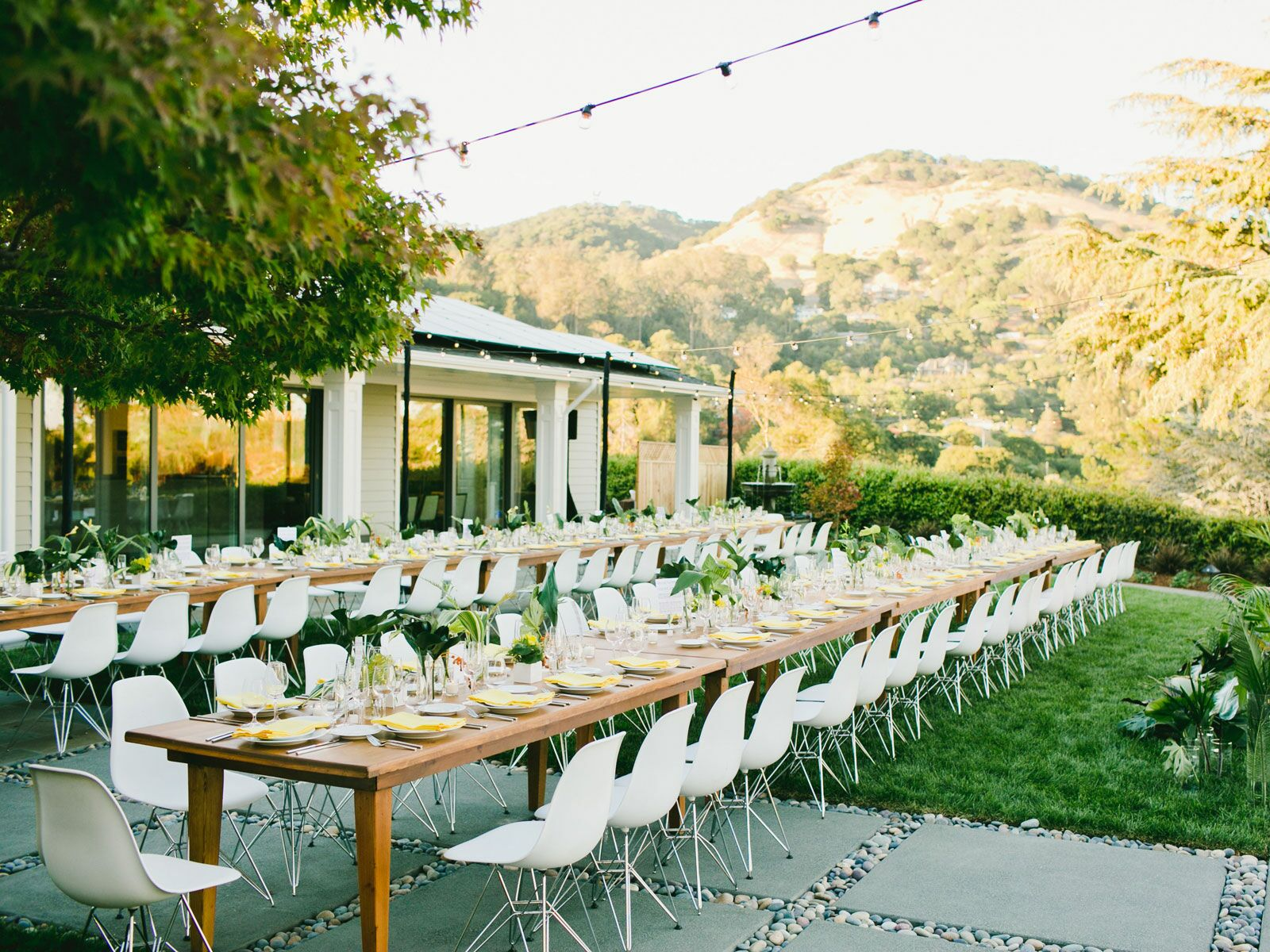 Backyard Weddings: Pros, Cons & More Tips