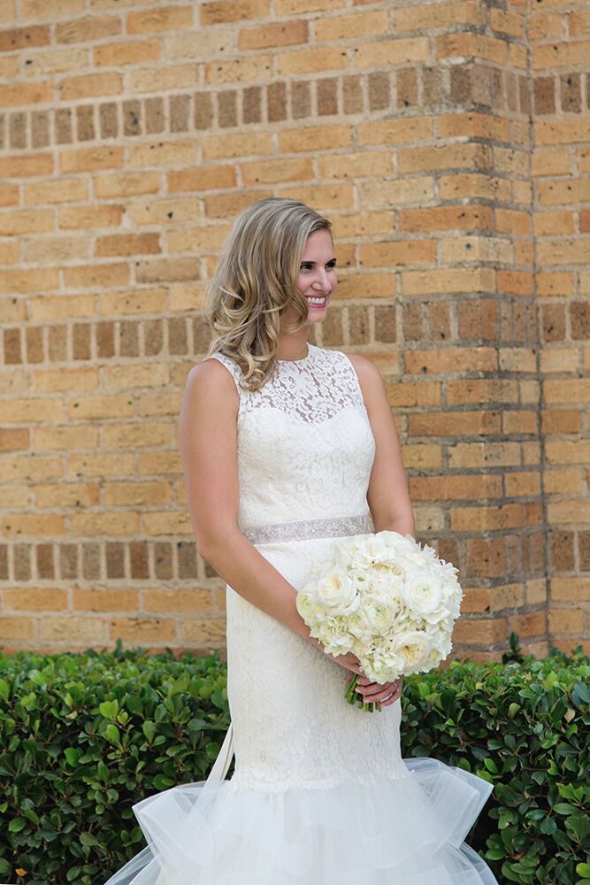 Paige is not a huge makeup person in her regular life, so she wanted her wedding day makeup to be soft and subtle. Face Kandy gave her a natural look for a healthy glow on her wedding day.