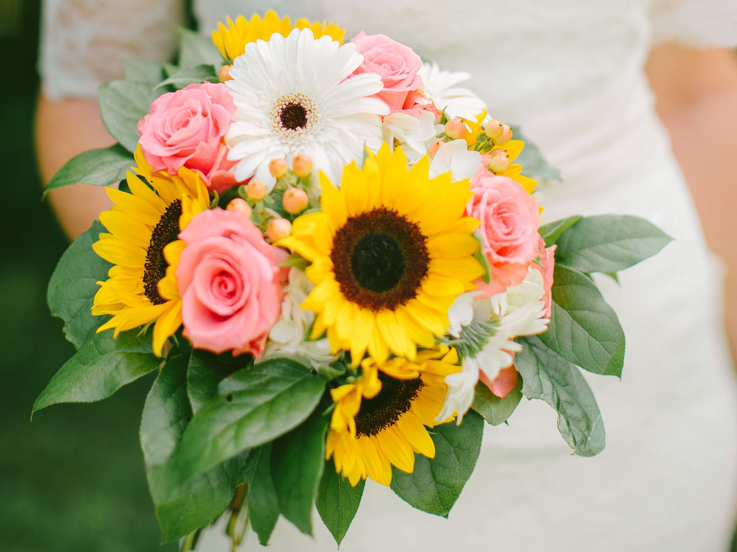 Wedding Flowers On A Budget 101 Everything You Need To Know