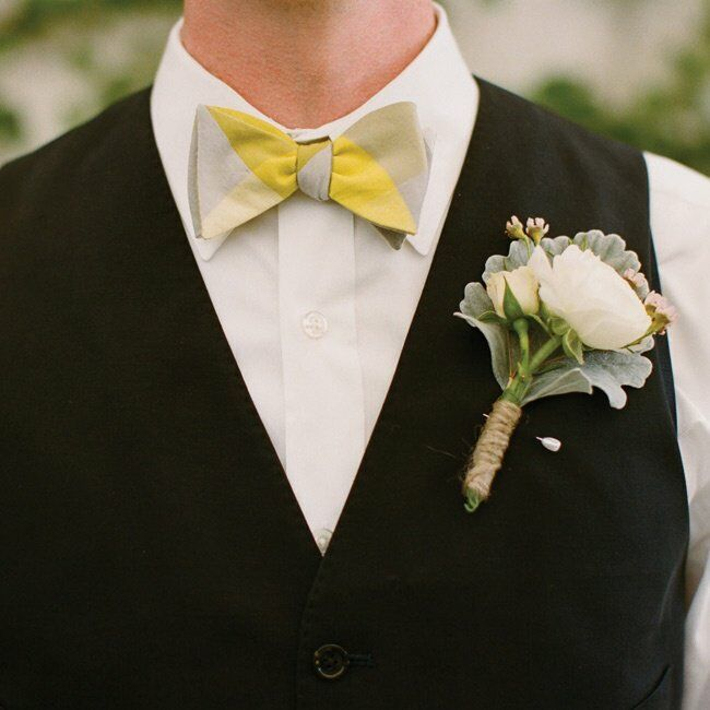 Lee looked funky and stylish in a yellow-plaid bow tie and oversize boutonniere.