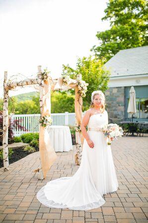 Vintage-Inspired White Wedding Dress
