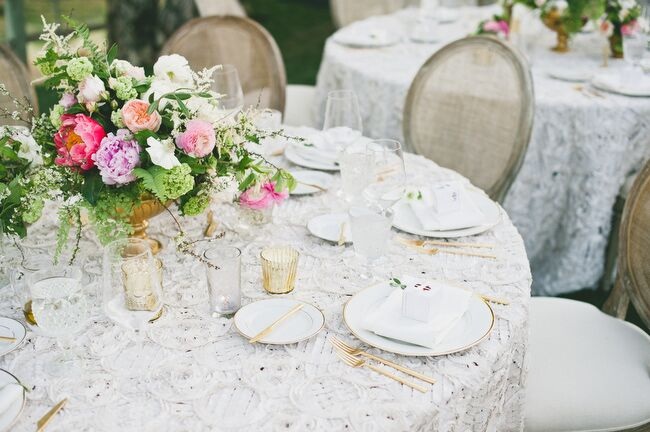 Table linens from La Tavola tied the elements of the tablescapes together, and textured, lace-inspired linens played up the English-garden feel of the florals and the glamorous cutlery and dinnerware.