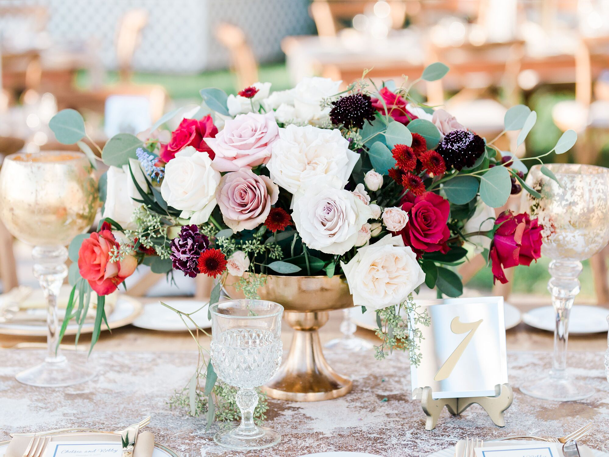 9 Wedding Table Decorations That Tie It All Together