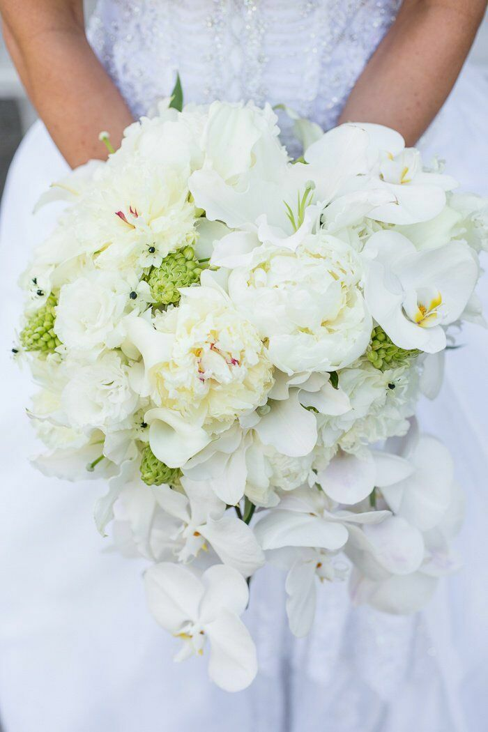 All-white bouquet with Star of Bethlehem blooms