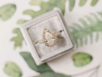 pear-shaped engagement rings
