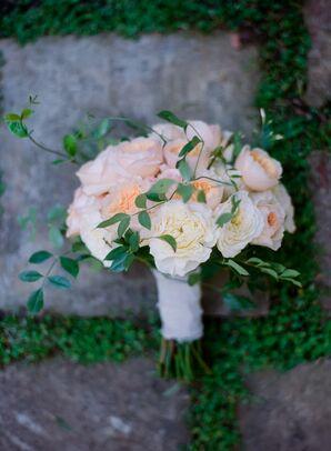 Vine-Accented Peach Garden Rose Bouquet