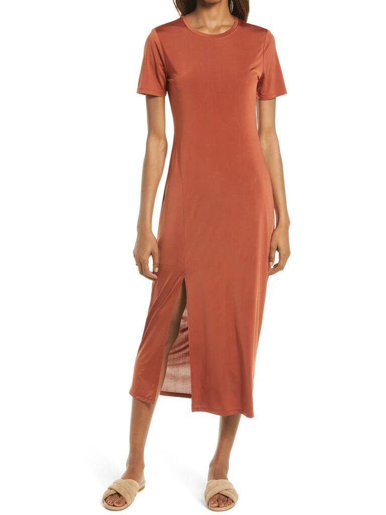 Casual rust midi t-shirt fall wedding guest dress with leg slit