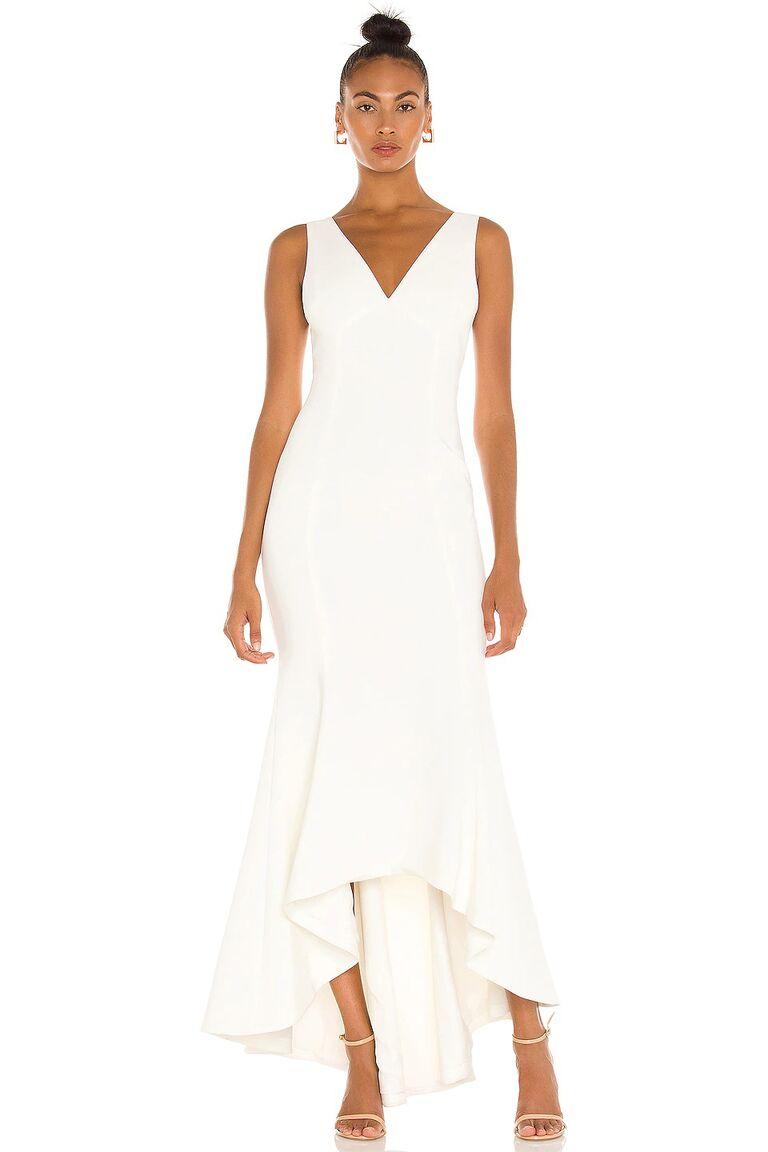 Cổ chữ V và viền cao-thấp xếp nếp tinh tế váy cưới đẹp
