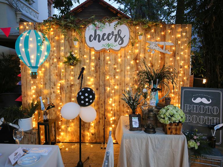 outdoor DIY photo booth