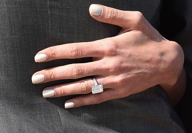 Amal Alamuddin shows off her engagement ring