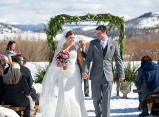 Super-committed to their winter wedding aura, Anne Wachtel (29 and a registered nurse in oncology and bone marrow transplant) and Andrew Lacelle (30 a