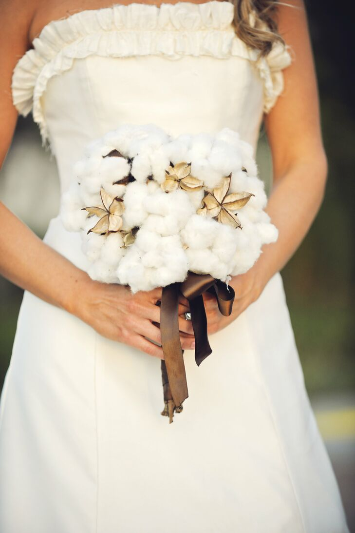 Samantha carried fresh cotton wrapped in ribbon.