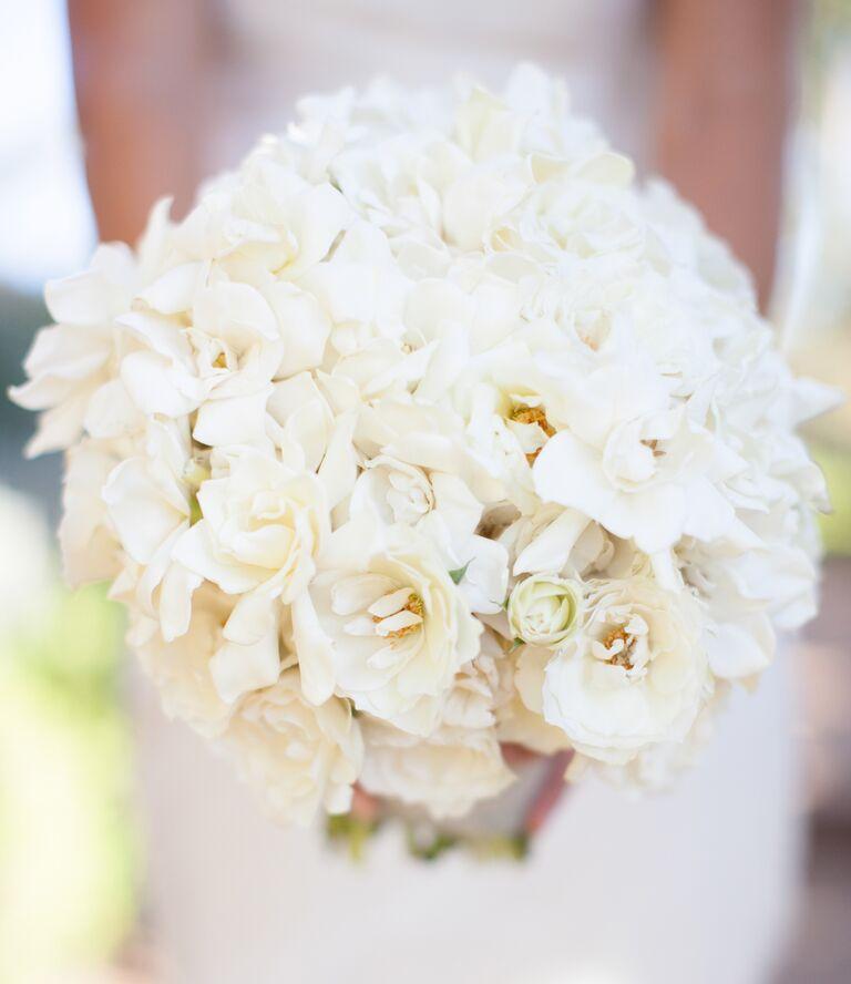 White magnolida bridal bouquet