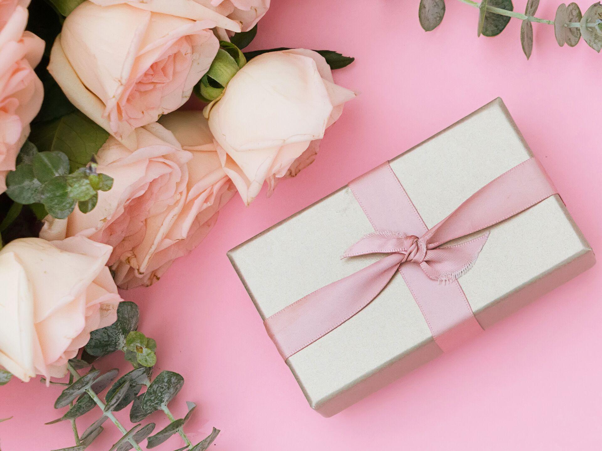 5 Tips For Proper Wedding Gift Etiquette The Knot
