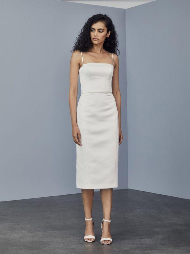 váy cưới vải sa tanh trắng amsale với dây đai spaghetti và váy dài màu trà trơn váy cưới đơn giản đẹp