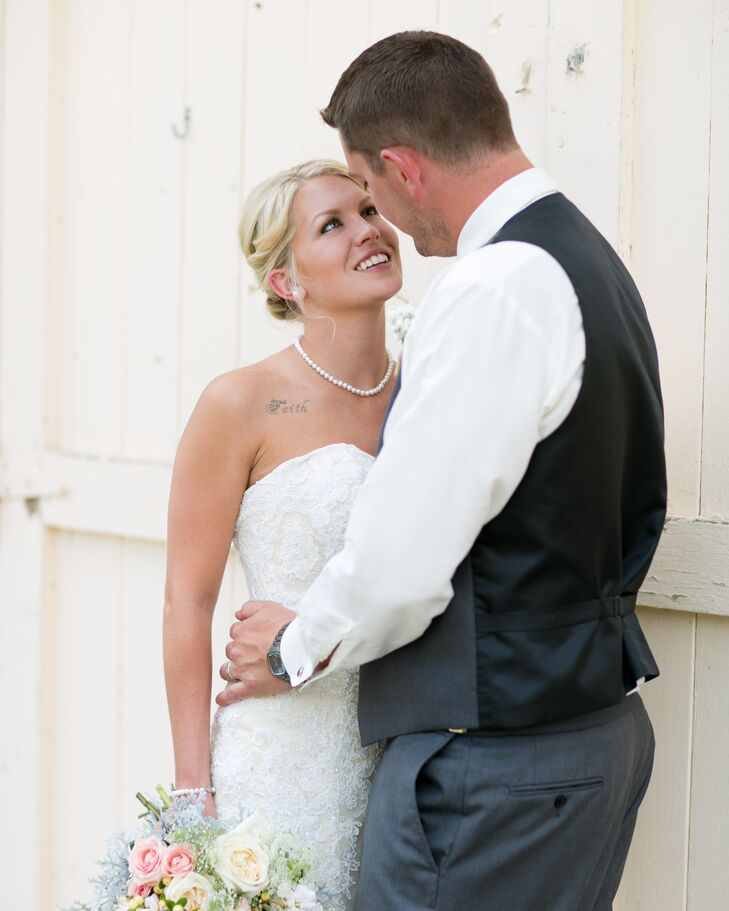 """As a gift to his soon-to-be bride, Justin surprised Kaylora with a unique pearl necklace. """"It matched perfectly with my dress!"""" she says."""