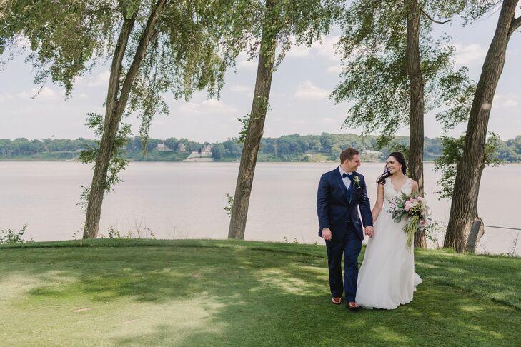Elegant Bride and Groom at Toledo Country Club in Toledo, Ohio