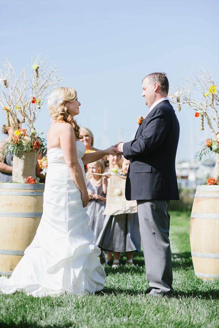 Stephanie didn't let their springtime wedding date steer her away from using her favorite colors—even though they're slightly autumnal. In the end, a