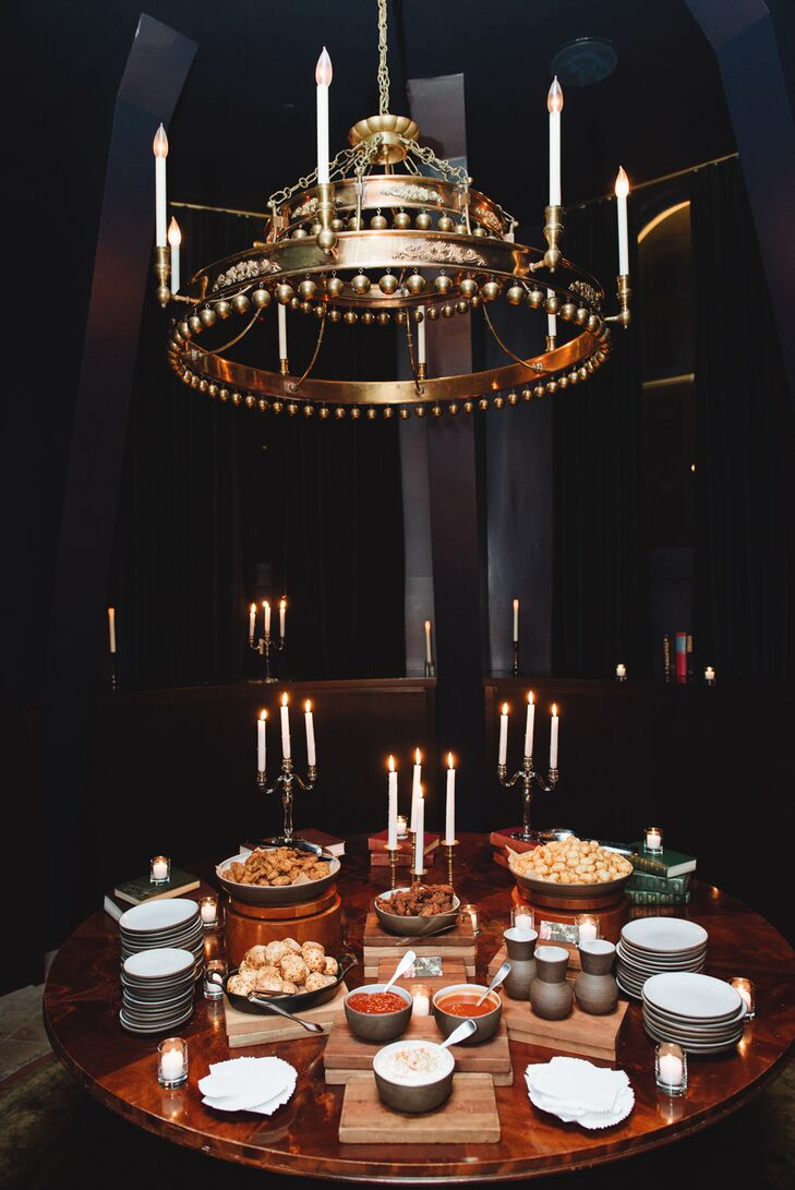 Whitney and Ryan ensured that there were nibbles on hand throughout the evening to keep guests' energy levels up and the party going late into the night. The pair treated guests to a mouthwatering spread of wings and other comfort foods throughout the evening. Glowing candelabras were woven throughout the display, adding an element of formality and sophistication to the low-key comfort foods.