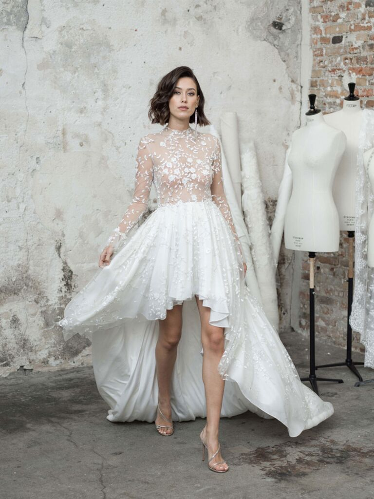 Vạt áo thêu ren với váy cưới đẹp và váy cạp cao ấn tượng
