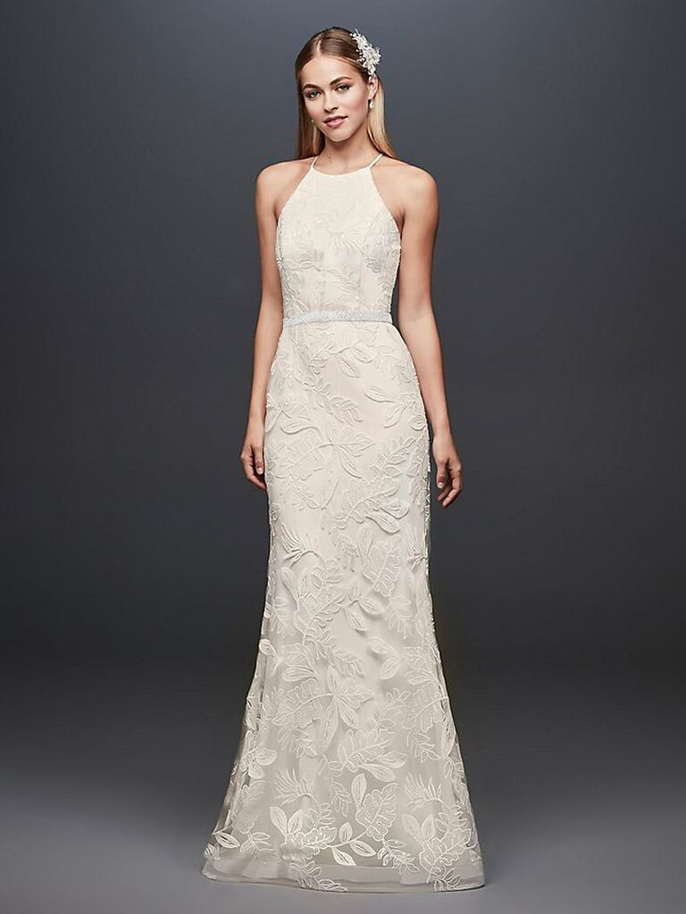 Váy cưới màu trắng dành cho cô dâu của david với hai dây cổ áo viền ren ngực và váy ren lá vừa vặn váy cưới đơn giản đẹp