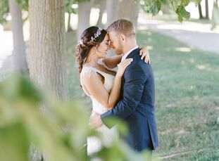 Kelsie McGreevy (24 and a photographer) and Cody Hanefeld (26 and an automotive technician) knew they wanted to get married in Grand Rapids, Ohio,whe