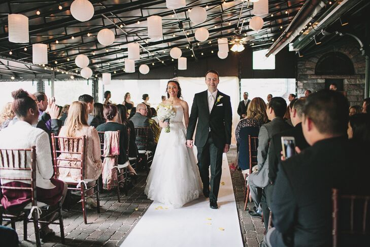 Inspired by her favorite bloom, Jessica Johnson (35 and a physician) and Derek Thigpin (34 and a gastroenterologist) paired modern black-and-white acc