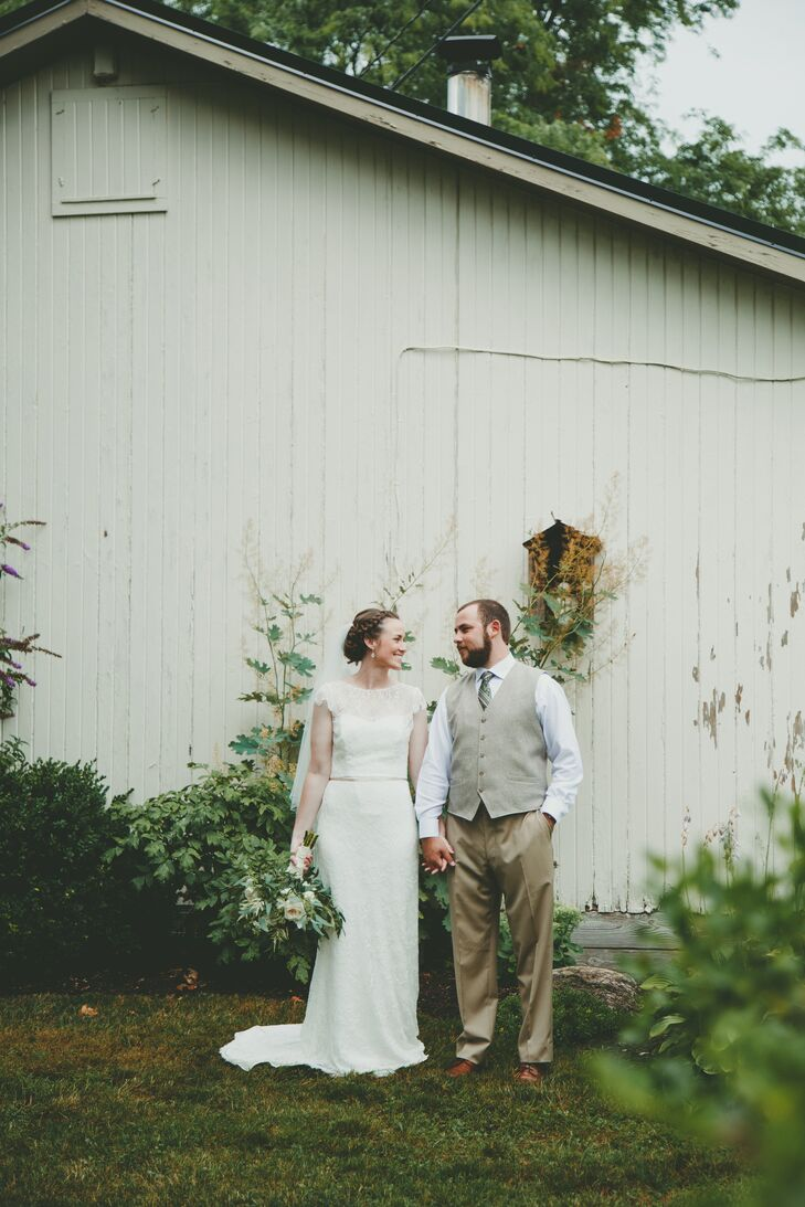 Natalie Philips (26 and a teacher) and Michael Skelly (30 and a manager) envisioned a casual yet elegant outdoor wedding with a color scheme of ivory