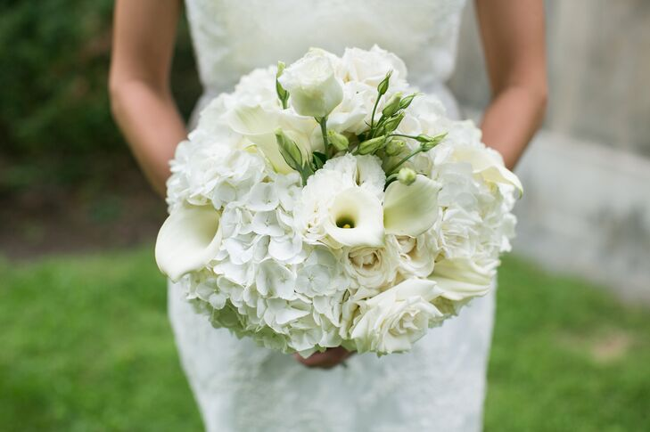 Erica held an ivory bouquet filled with calla lilies, roses and hydrangeas.