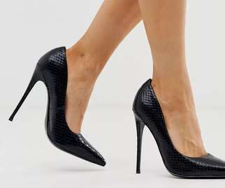 Black snakeskin pumps with stiletto heel and pointed toe